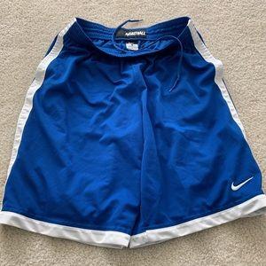 Nike Men's basket ball shorts L